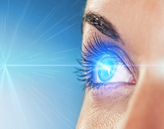 בדיקת הסימנים בלובן העין או משקפיים?